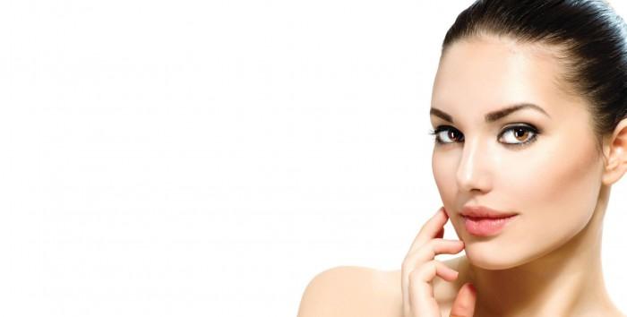 העלמת קמטים: הדרך הטבעית לפנים חלקות וגוון עור צעיר